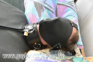 Sklavenhalsband und Ledermaske